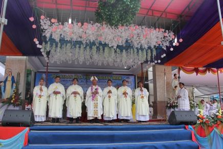 Perayaan Misa Tahbisan Imam Diosesan dan OSC di Paroki Sta Perawan Maria Diangkat ke Surga - Kabanjahe (Copyright: Komsos KAM)