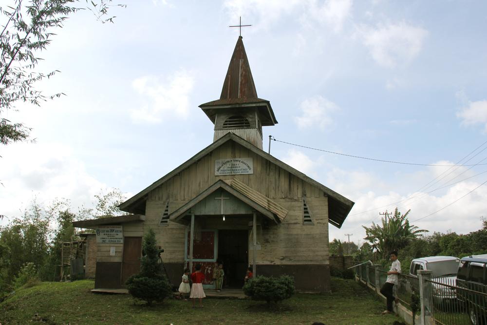 Gereja Katolik Stasi Rumah Rih - Paroki Brastagi (Copyright: Komsos KAM)