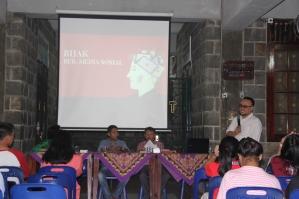 Saya membawakan materi prsentasi Bijak Bermedia Sosial di Paroki Padang Bulan - Medan