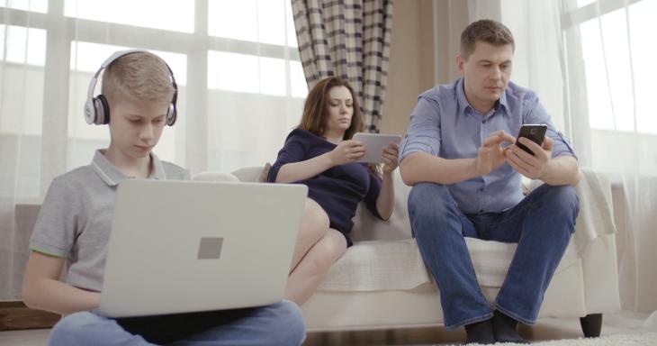 keluarga candu internet