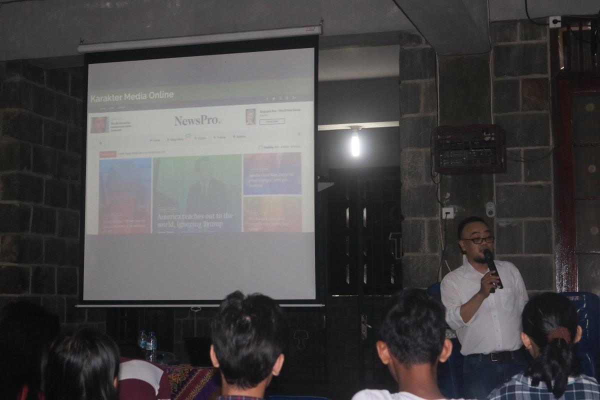 Ananta Bangun memberi materi mengenai Karakter Media Online bagi Umat Paroki Padang Bulan