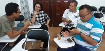Sesi praktik training jurnalistik media online (1)