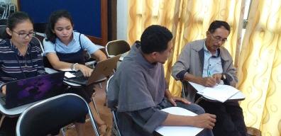 Sesi praktik training jurnalistik media online (2)